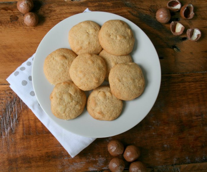 Macadamia cookies with honey.