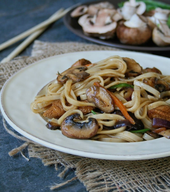 Quick stir fry with mushrooms, chicken and ginger.