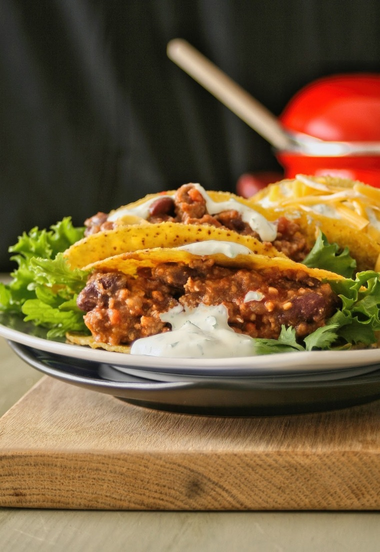 Chilli con carne tacos with cheese.