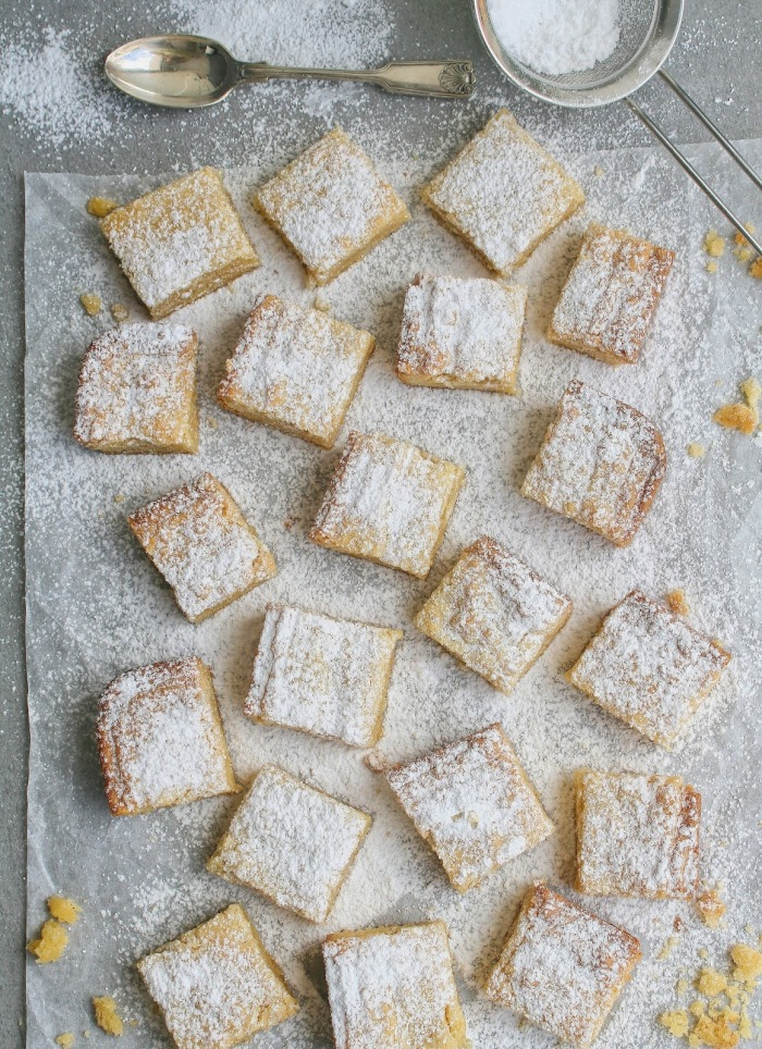 Aerial photo of almond cookies with icing sugar.