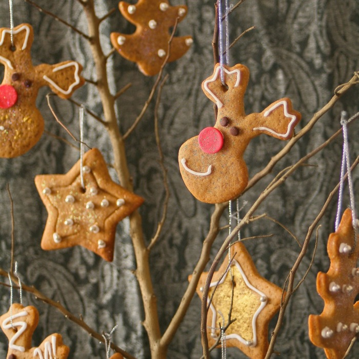 Spiced Christmas reindeer and star cookies.