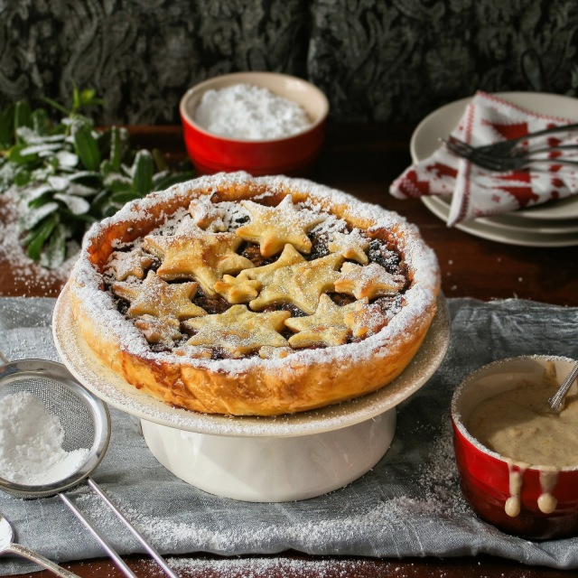 Mince pie with puff pastry and topped with stars.