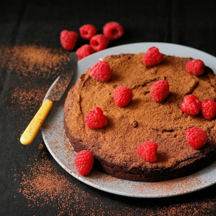 Dark chocolate cake with raspberries