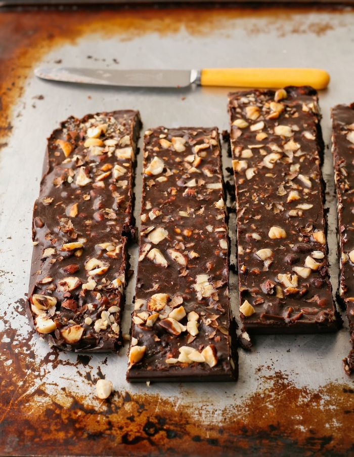 Fudge with chocolate, honey and hazelnuts.