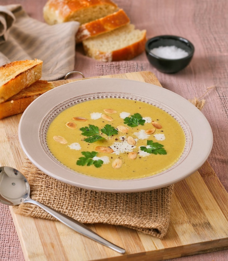 Creamy butternut soup with cinnamon.