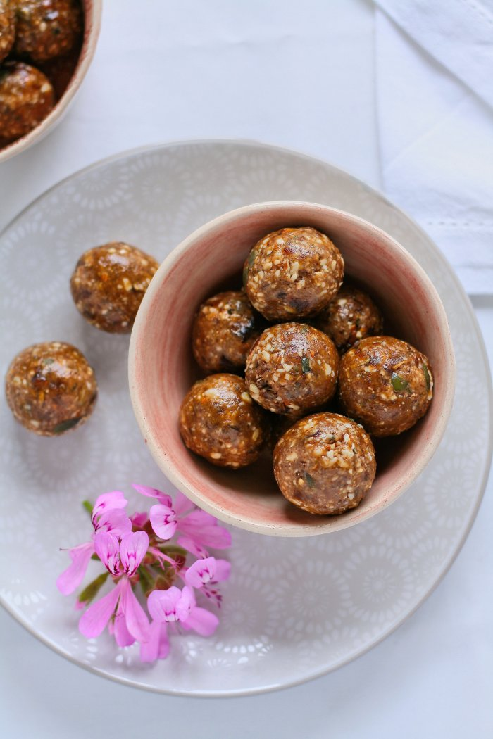Sugar free chocolate and nut balls