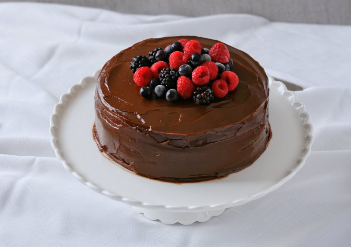 Easy chocolate cake with chocolate ganache icing.