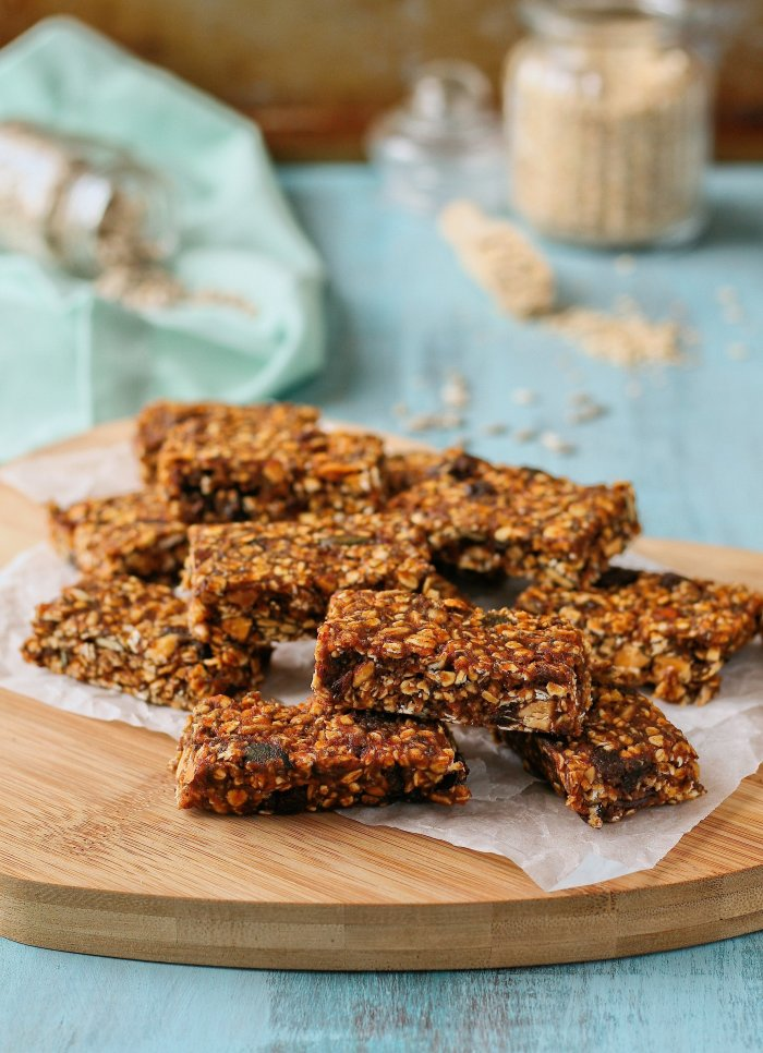 Refined sugar free granola bars with oats and honey