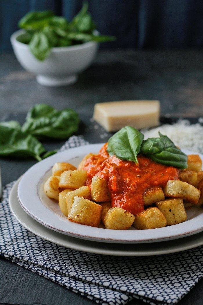 Parmesan gnocchi with cornflour and tomato sauce