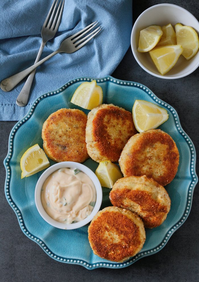 Fish cakes with sweet chilli mayo