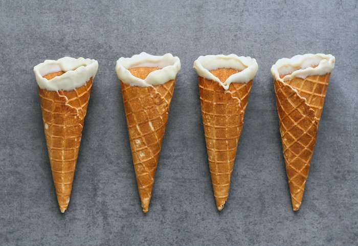 Ice cream cones with white chocolate.