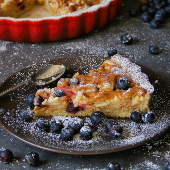 Apple pie recipe with blueberries and caramel