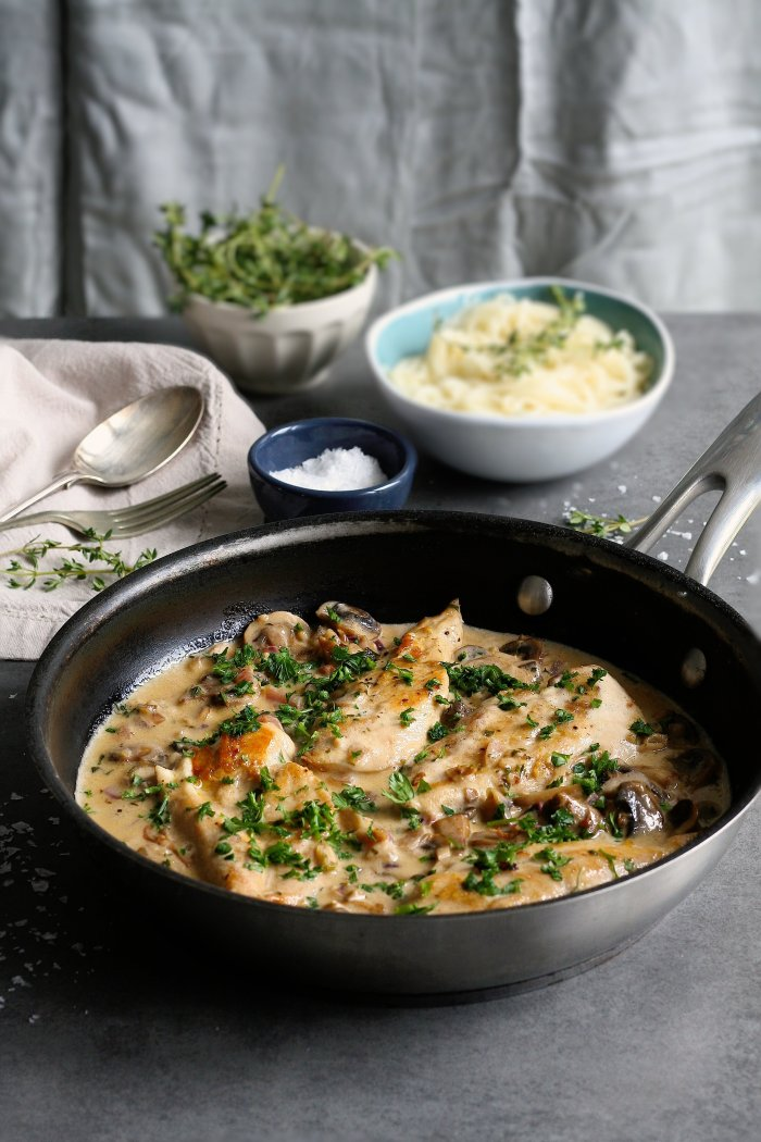 Quick chicken fillets in white wine sauce.