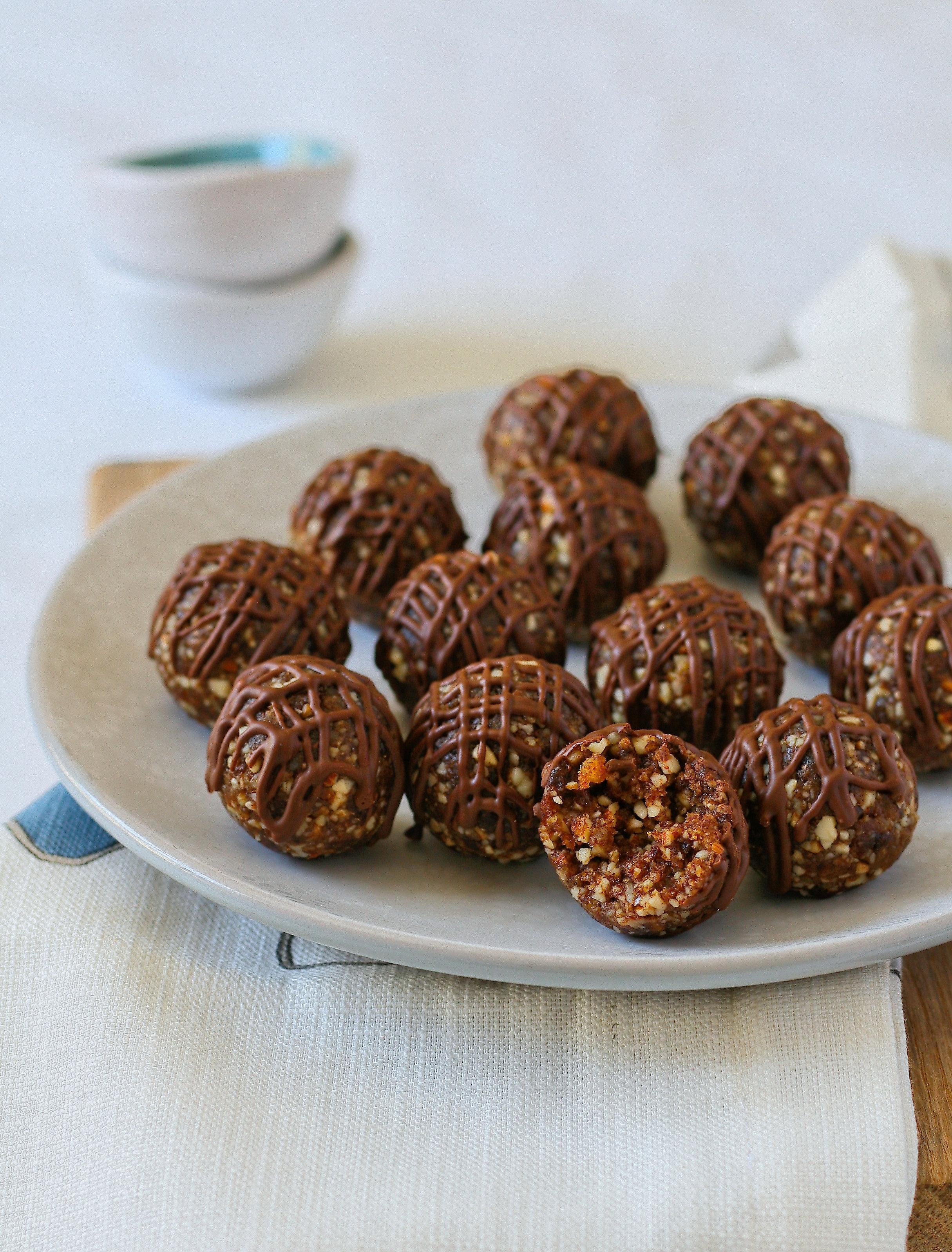 Date balls with dark chocolate