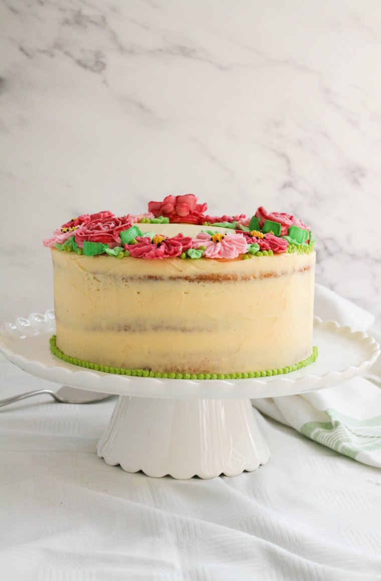 Delicious vanilla cake with icing flowers