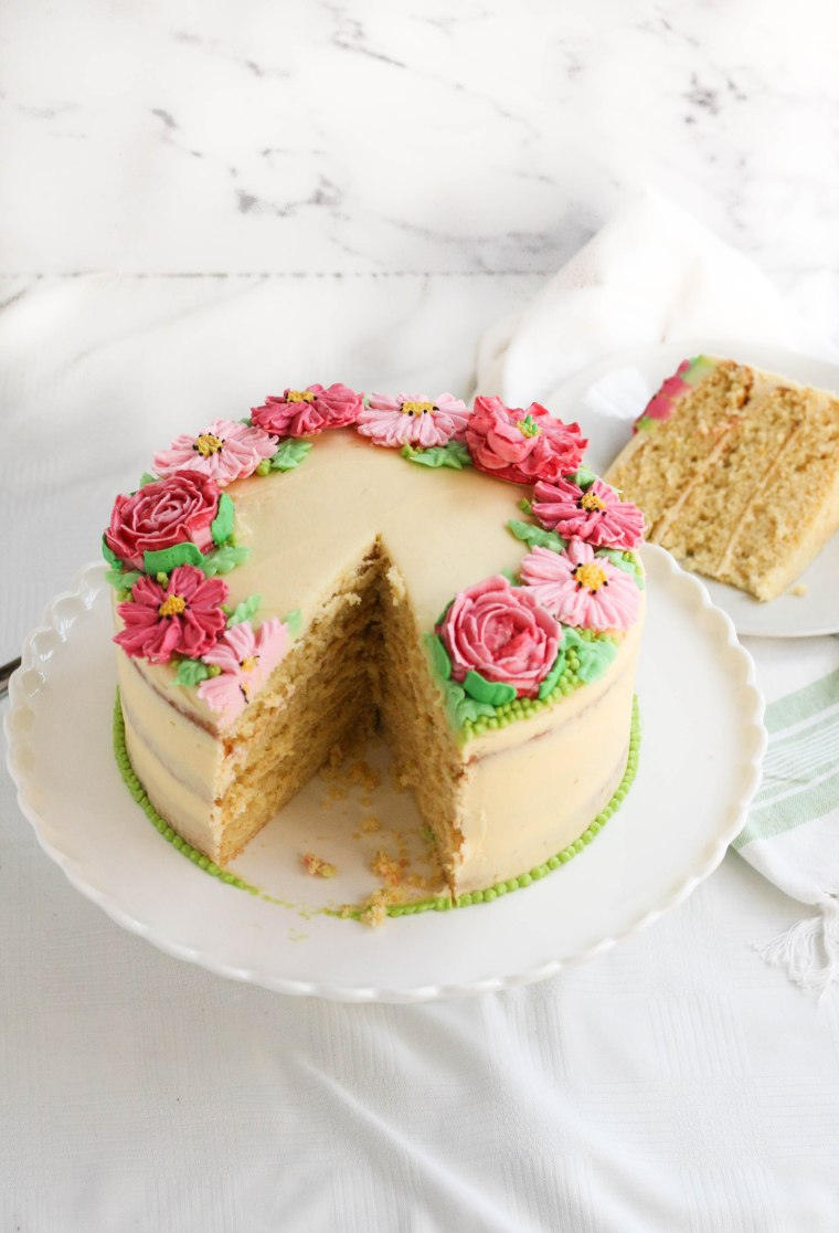 Easy vanilla cake with flowers