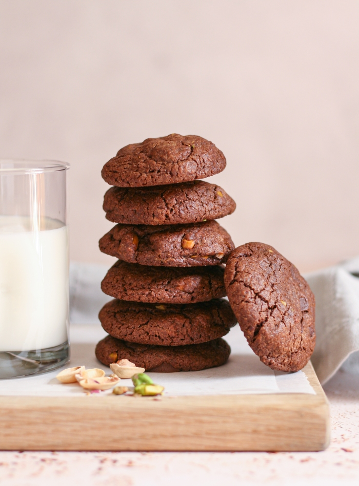 Double chocolate egg yolk cookies with pistachios