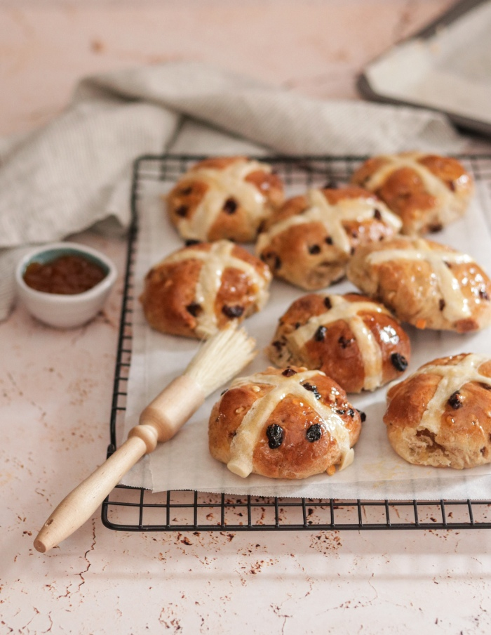 Easy hot cross buns with fruit
